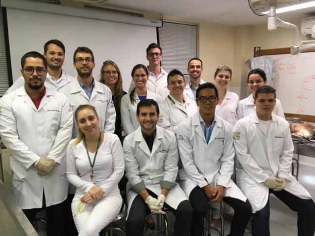 Grupo de Cirurgia de Ombro realiza estudos no Laboratório de Anatomia